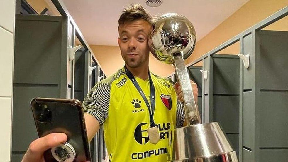 Leonardo Burián no puede reincorporarse a Colón y se complicó su renovación