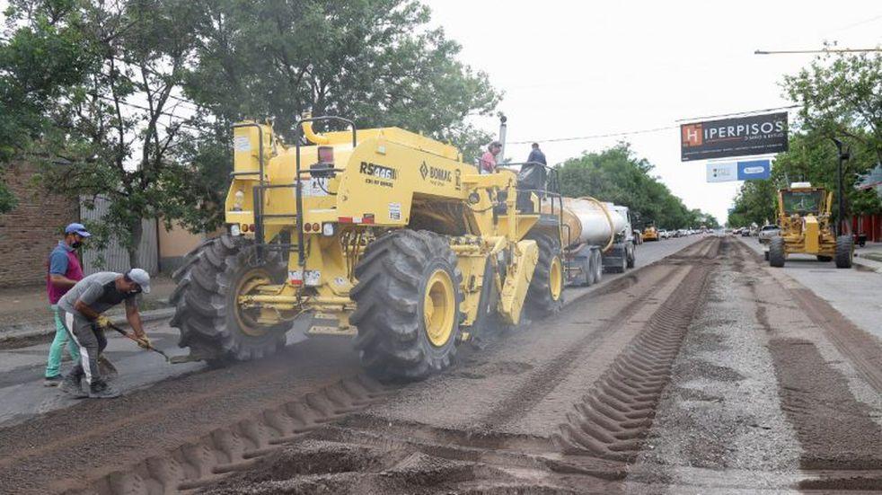 Comenzaron los trabajos de repavimentación de avenida Sarmiento