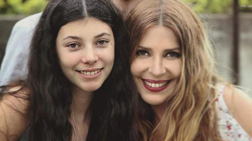 La hija de Mónica Ayos la rompe en Tik Tok con estos videos y desafíos