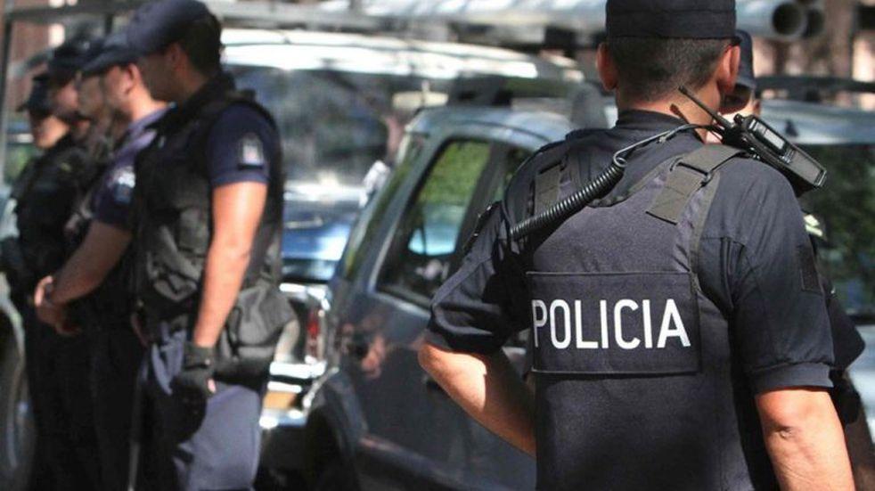 Sábado violento: asaltaron un almacén y balearon a un joven en la cabeza