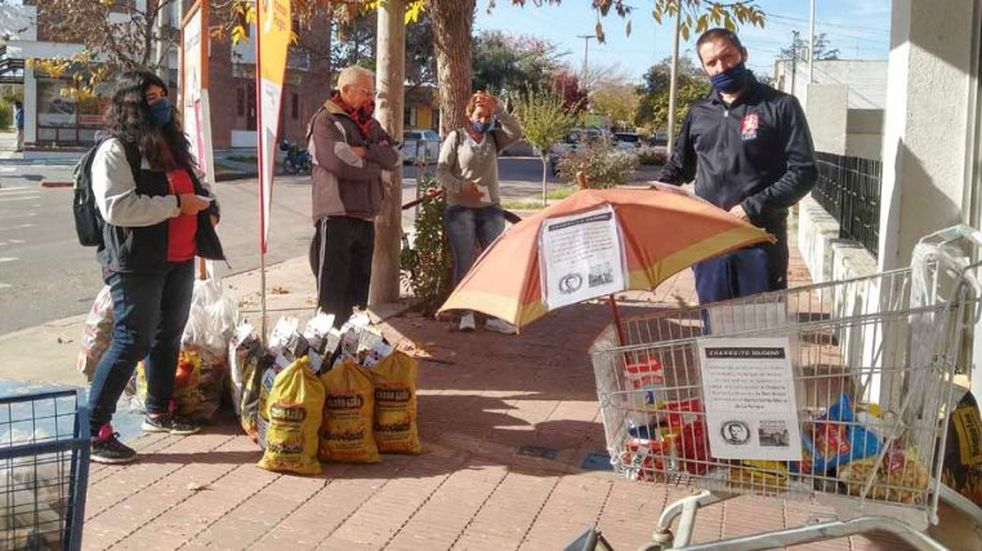 Un kiosco de Santa Rosa adaptado a la cuarentena y con un perfil solidario