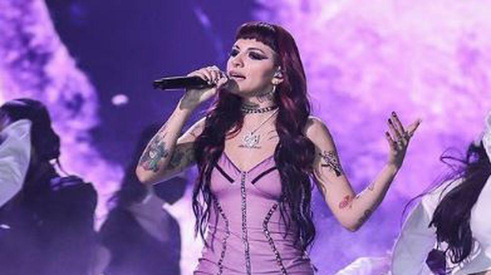 """""""Ellas y su música"""": Cazzu cantó """"Turra"""" en el show de los Latin Grammy"""