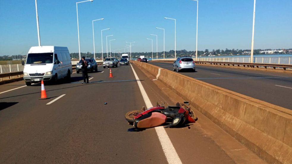 Siniestro vial sobre el puente del arroyo El Zaimán dejó como saldo a dos personas heridas