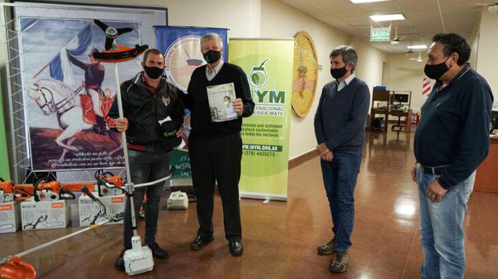 25 de Mayo: el INYM hizo entrega de herramientas agrícolas