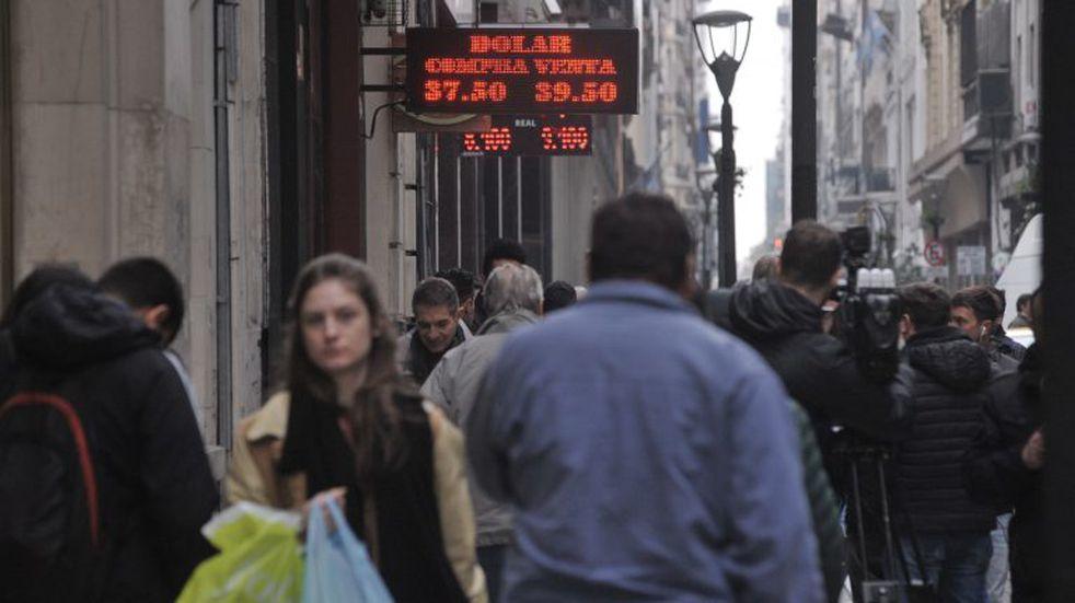 El dólar abrió estable la semana y cerró a $37,90 en el Banco Nación