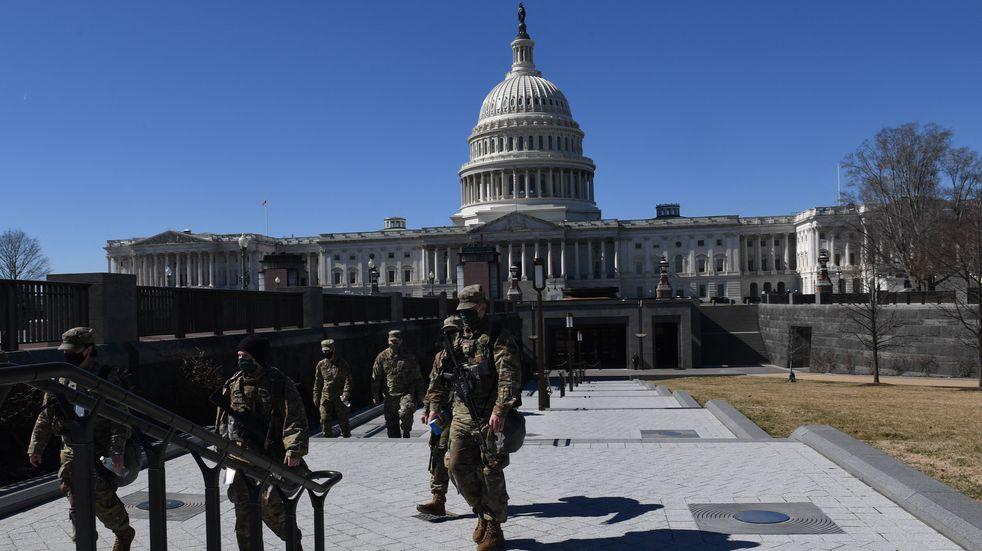 """Estados Unidos reforzó la seguridad en el Capitolio ante """"posible complot"""" de seguidores de Donald Trump"""