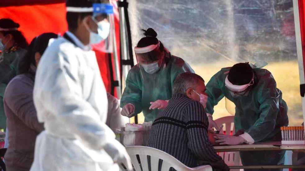Testeos y vacunación, para hacer frente a la variante Delta en Córdoba (La Voz).