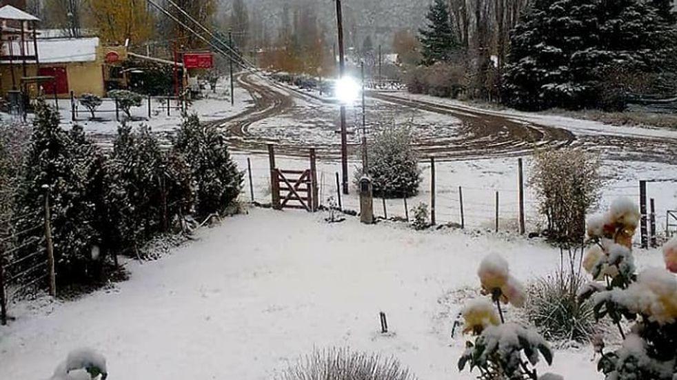 Mendoza entre lluvia, frío y postales de nieve en Potrerillos y Valle de Uco