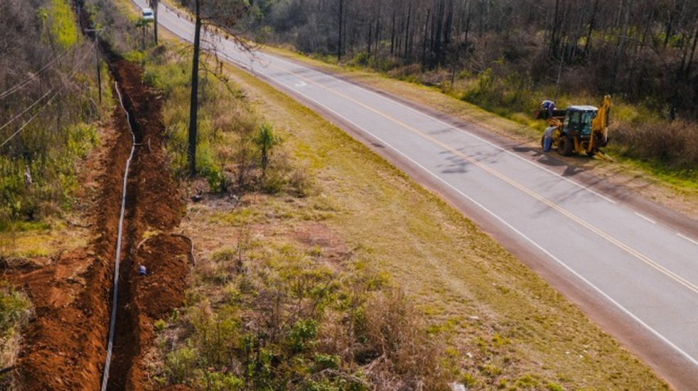 Se realizan obras de tendido de fibra óptica en Mártires-Oberá sobre la ruta provincial 103