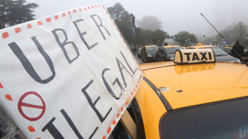 La Municipalidad adelantó que no aprobará el funcionamiento de Uber