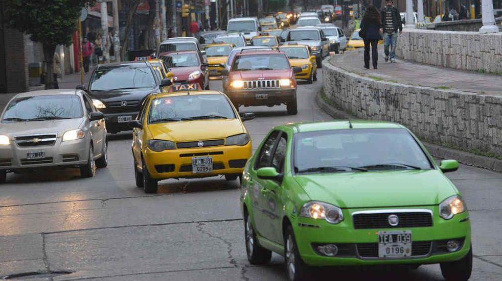 Transporte en Córdoba: taxistas y remiseros recibirán un bono de 15 mil pesos