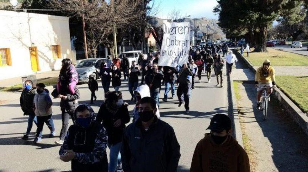 Los policías retirados marcharon por las calles para reclamar salarios