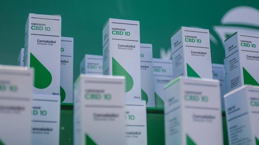 La empresa estatal jujeña Cannava presentó los primeros lotes de cannabis medicinal producidos en la Argentina.