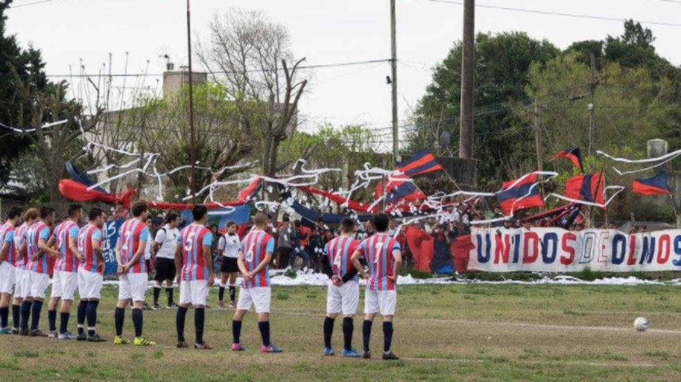 Podrían rematar la cancha de un club de La Plata por la fractura de un rival hace 30 años
