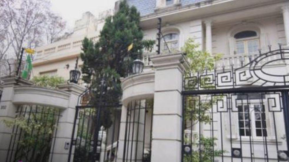 Jóvenes se reúnen en una mansión de Belgrano R y desafían las restricciones contra el coronavirus