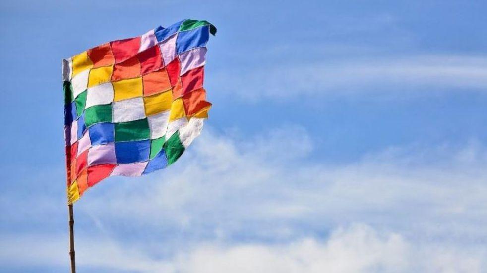 Bandera de los pueblos originarios (web).