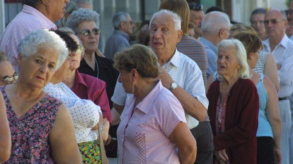 Los aumentos a los jubilados serían cada seis meses