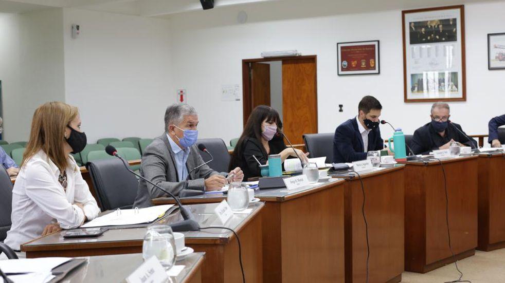 El Concejo aprobó la duplicación de multas por reuniones sociales y no uso de barbijo