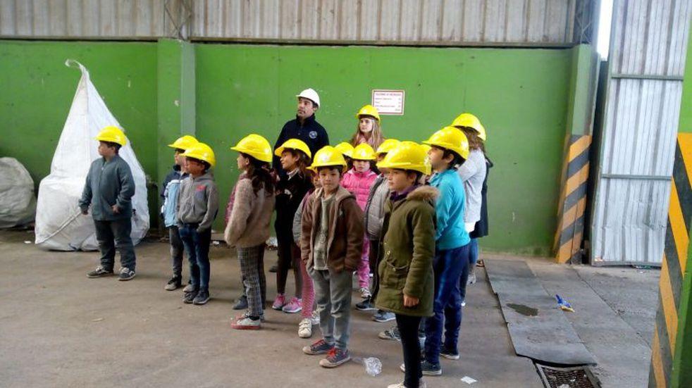 La Secretaría de Gestión Ambiental continúa con las visitas y charlas en colegios
