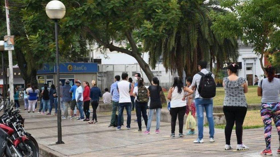 En Corrientes cobrar los sueldos fue más fuerte que respetar la cuarentena