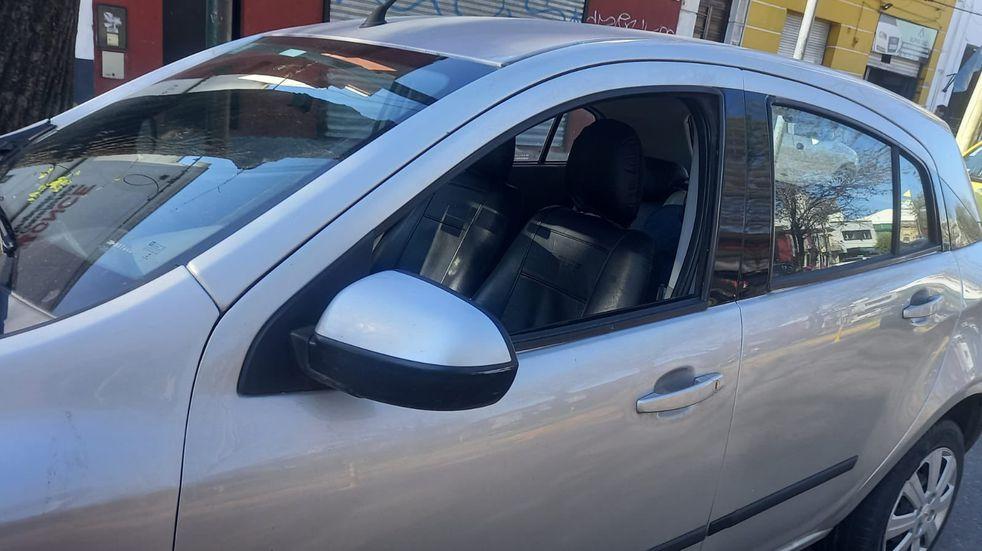 Dejó a su hijo en el auto para ir a un centro de estética en La Plata (@nandotocho).