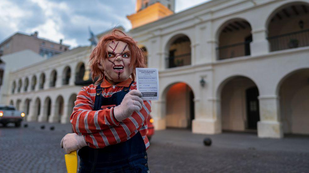 Chucky también se vacunó contra el coronavirus en Salta