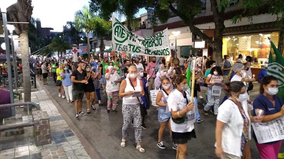 Trabajadores de Salud municipales marcharon este viernes por el centro de Carlos Paz