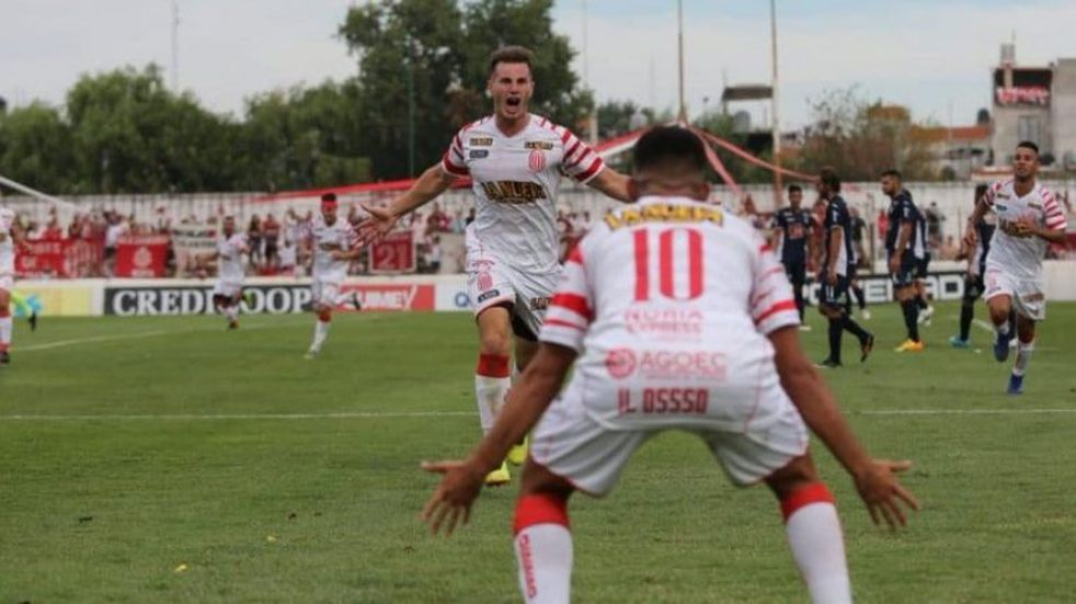 """Barracas Central, el club de """"Chiqui"""" Tapia, ascendió a la B Nacional"""