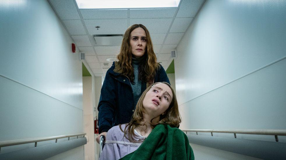 """El thriller """"Corre"""", furor en Netflix: una madre obsesionada que cruza todo límite para retener a su hija en casa"""