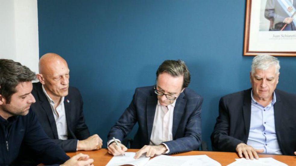 Río Cuarto: la Provincia firmó un convenio para promover la práctica deportiva