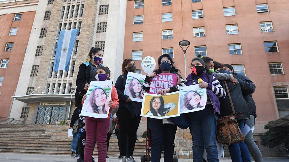 Tras condenar al femicida de Florencia, destituirán y juzgarán a la policía que cortó el llamado al 911