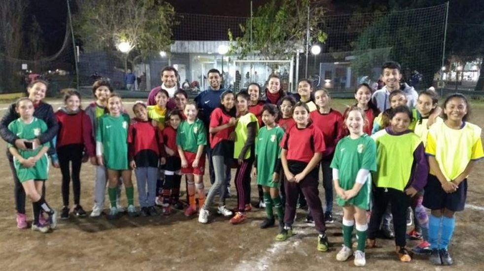 Organizaron un encuentro de fútbol en el Polideportivo Municipal