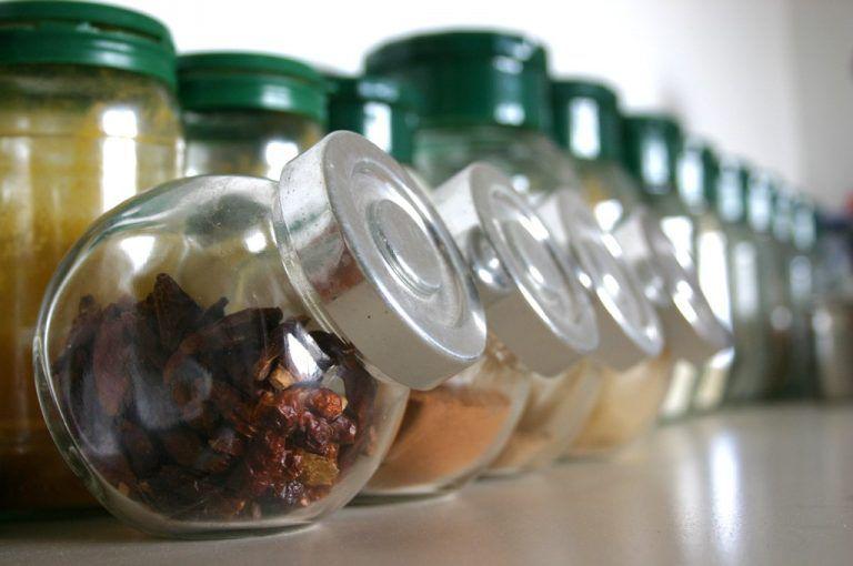 Condimentos que pueden usarse para marinar.