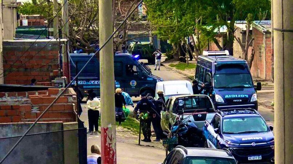 Efectivos policiales se hicieron presente en zona oeste tras el ataque a un agente federal. (@JoseljuarezJOSE)