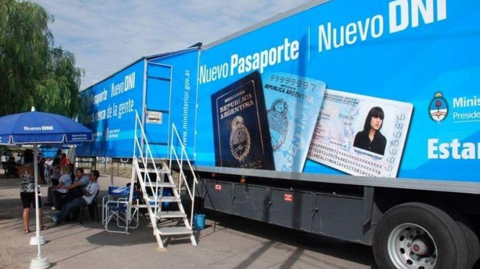 El camión para tramitar el DNI y el pasaporte ya está en Carlos Paz