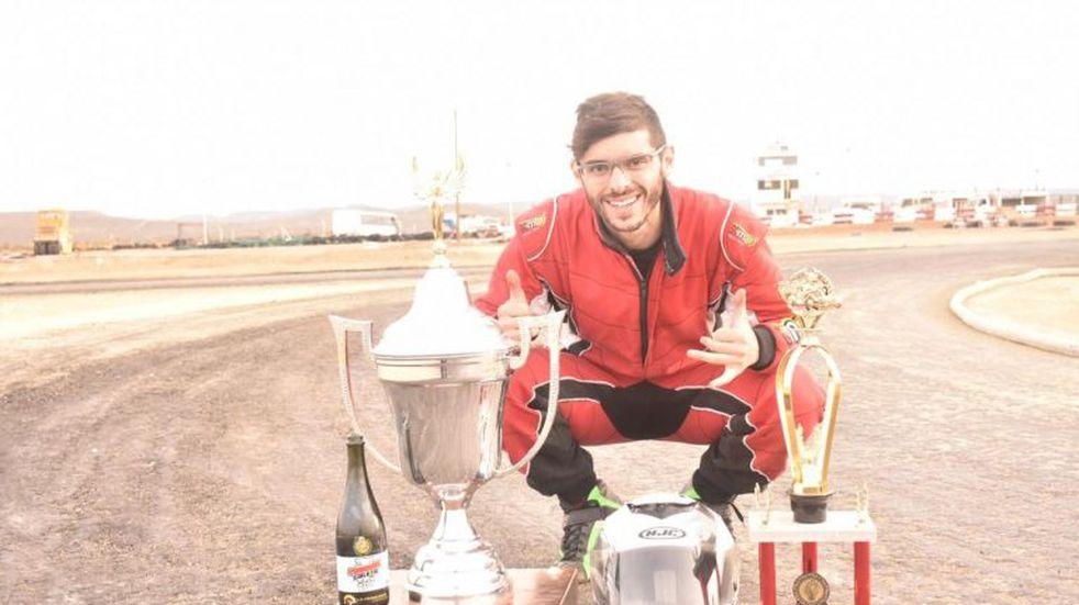En tiempo de cuarentena, Almirón logró éxitos internacionales en simulación de carreras