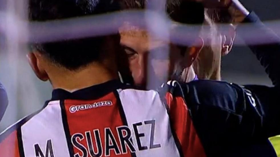 El duro golpe en la cabeza que sacó de la cancha a Rodrigo Rey ante River