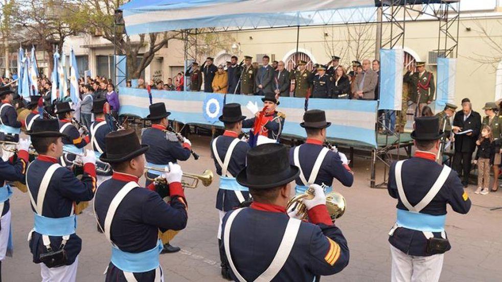 Acto y desfile cívico militar por el Día de la Bandera en Santa Rosa