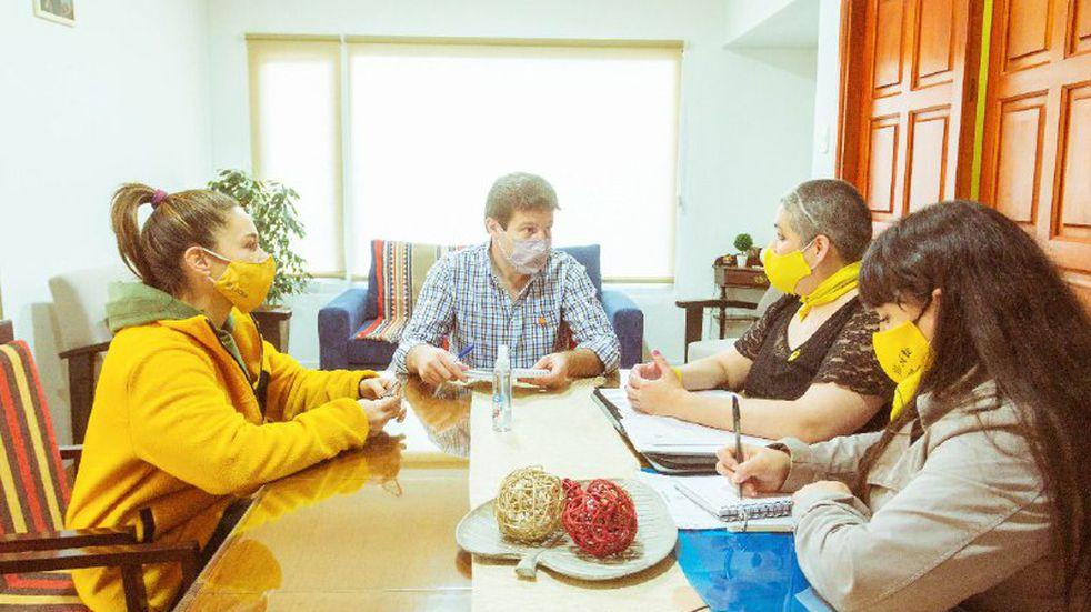 El Gobernador Melella recibió integrantes del grupo Madres de Pañuelos Amarillos