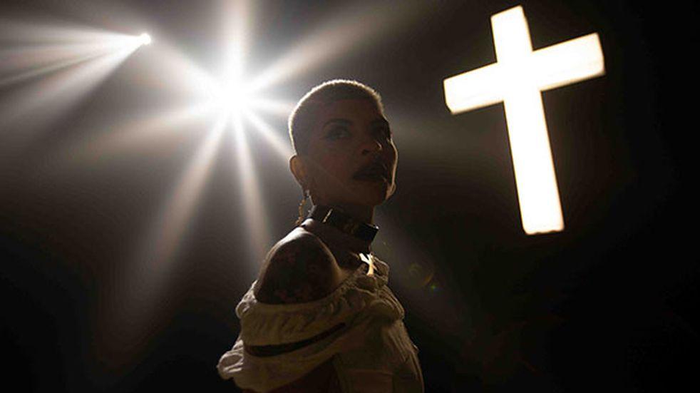"""Cazzu superó el millón de reproducciones con """"Sobre mi tumba"""" en YouTube"""