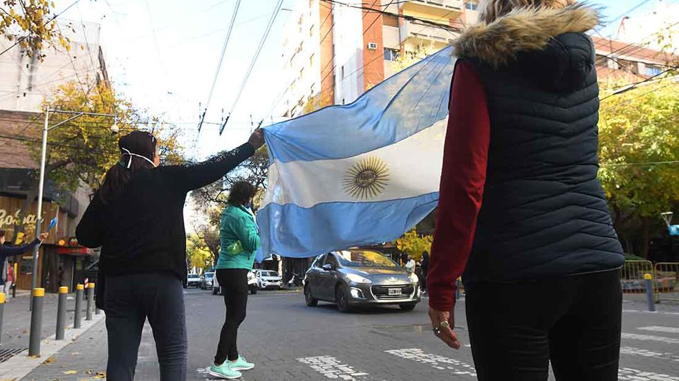 Fopea repudió a manifestantes anticuarentena que violentaron a periodistas en San Luis