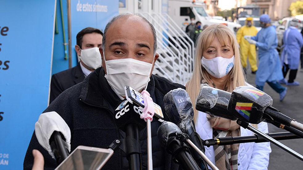 "Juan Manzur: ""La pandemia va a pasar, por eso les pido que nos cuidemos"""