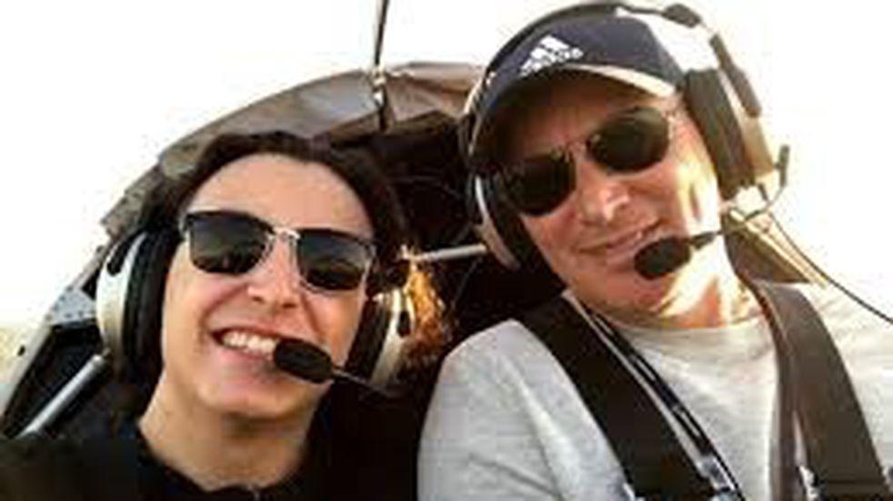 Perdió la vida al caer con su avioneta y el hijo que lo acompañaba sufrió graves heridas