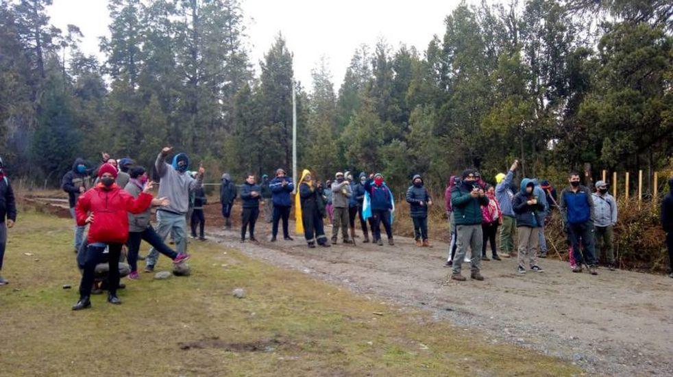 Más de 100 familias ocuparon terrenos del INTA en El Bolsón