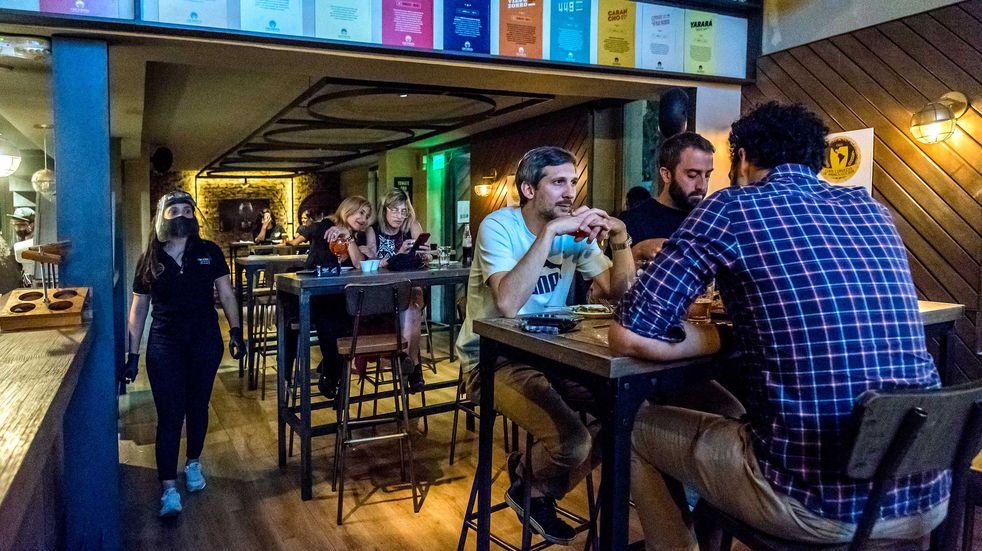 Eximen de impuestos municipales a comercios de Rosario por las restricciones