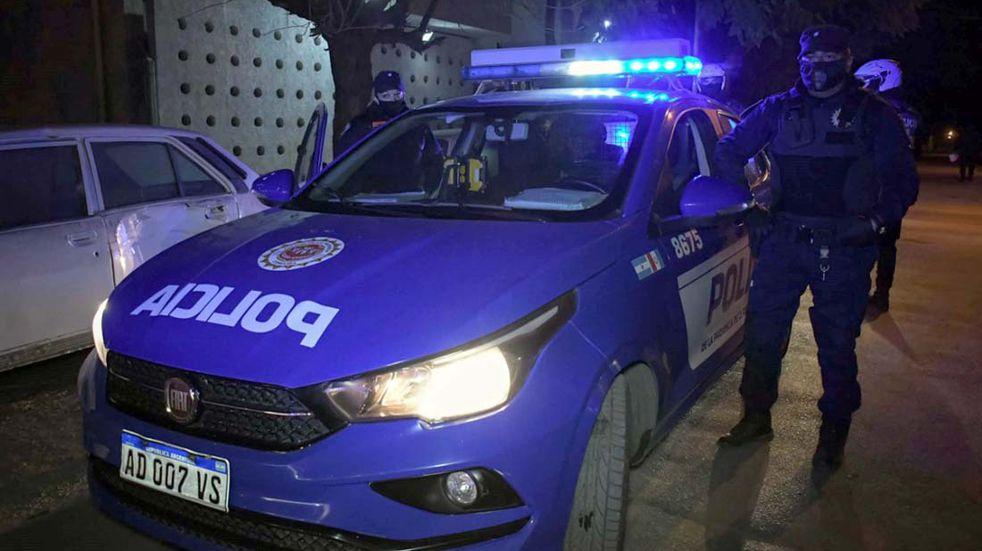 Las Varas: la Policía allanó 10 viviendas luego de una fiesta clandestina