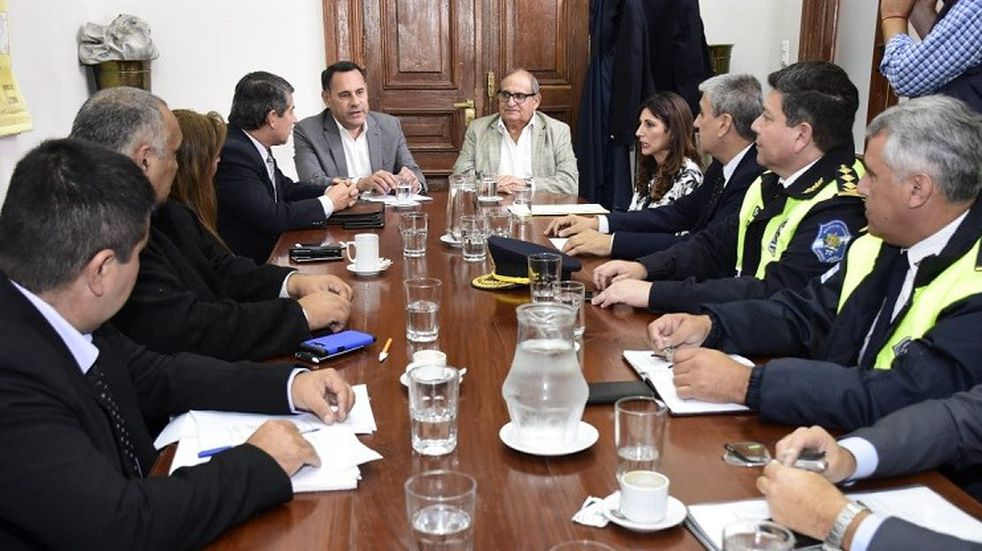 Comenzaron las negociaciones salariales con la policía y el servicio penitenciario de la provincia