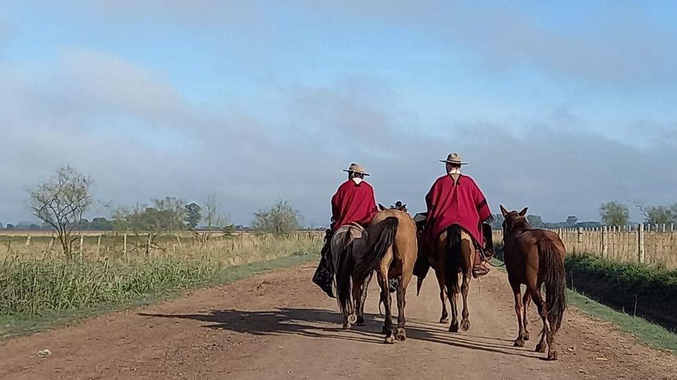 Doce gauchos viajan de Luján a Salta a caballo para homenajear al General Güemes