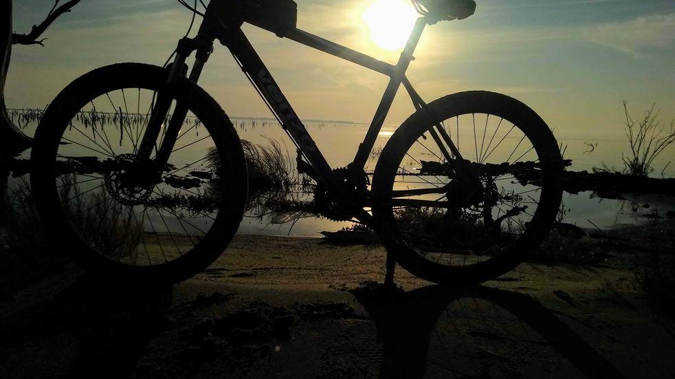 Conociendo Ansenuza: recorrido extremo en bicicleta