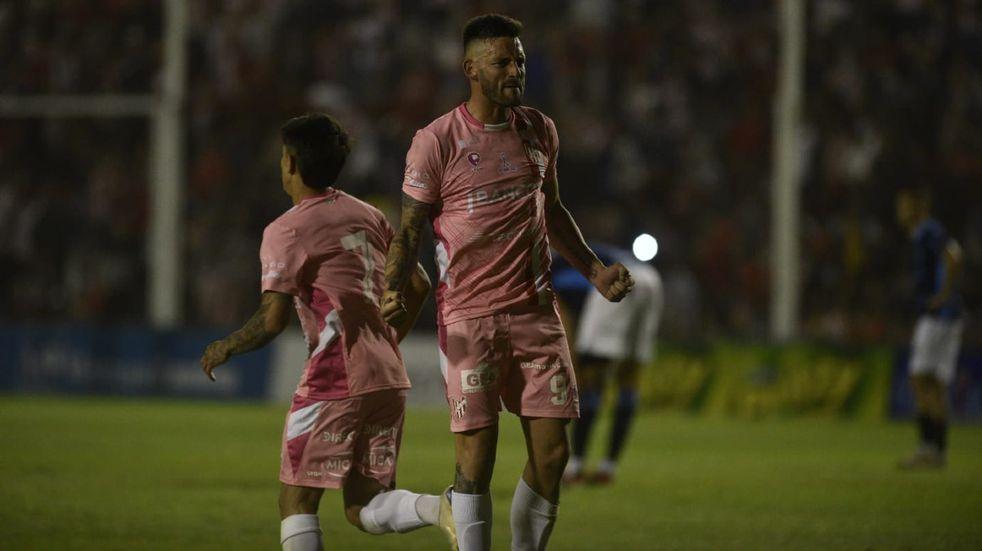 El delantero fue el encargado de volver a hacer gritar un gol a los hinchas de Instituto en el Monumental de Alta Córdoba.